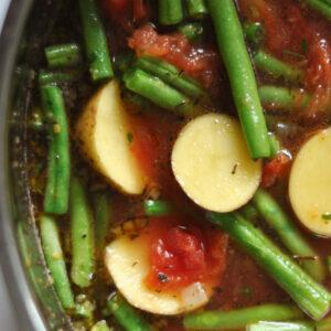 Bohnen-Kartoffel-Eintopf mit Tomaten und Sesam