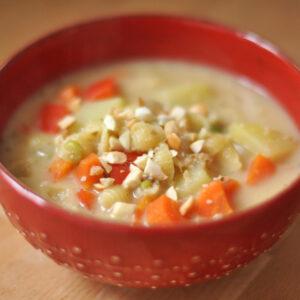 Bolivianischer Erdnuss-Gemüse-Eintopf - Sopa de maní