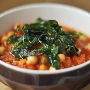 Kichererbsen-Tomaten-Suppe mit Salbei