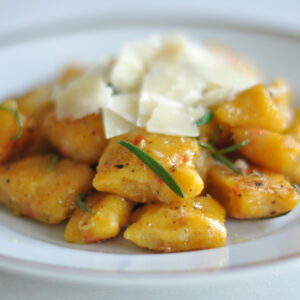 Kürbis-Gnocchi mit Orangen-Rosmarin-Butter