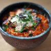 Tomaten-Risotto mit Tomatensaft und Basilikum