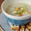 Topinambursuppe mit Weißwein und Schnittlauch
