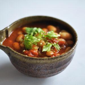 Weiße Bohnen in Tomatensauce mit Sellerie