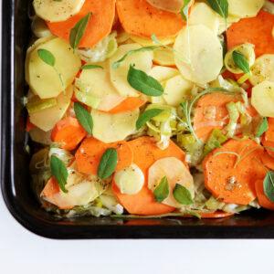 Süßkartoffel-Lauch-Gratin mit Salbei