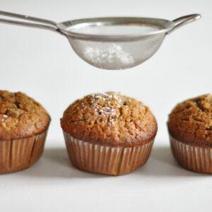 Honigkuchen mit Haselnüssen, Schokolade und Ingwer