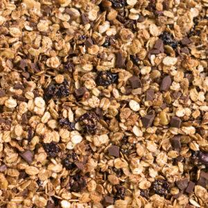 Knuspermüsli mit dunkler Schokolade, Walnüssen und Kirschen