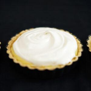 Limetten-Kokos-Tartelettes mit Baiser
