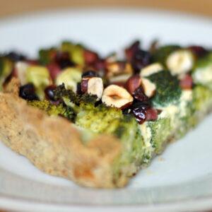 Brokkoli-Haselnuss-Quiche mit Cranberries und Schinken