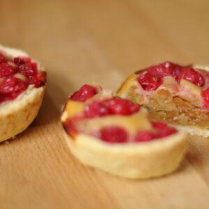 Erdnussbutter-Johannisbeer-Tartelettes