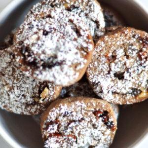 Gefüllte Vollkornplätzchen mit Nüssen und Trockenfrüchten