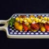 Geröstetes Paprika-Carpaccio mit Mango-Rosmarin-Salsa
