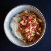 Huhn mit Szechuanpfeffer, Erdnusssauce und Reisnudeln