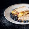 Karamellisierte Pfannkuchen mit Heidelbeer-Quark-Füllung