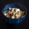 Kichererbsen-Edamame-Salat mit Gorgonzola und Haselnüssen