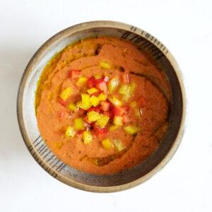 Klassische Gazpacho mit Tomate, Paprika und Gurke
