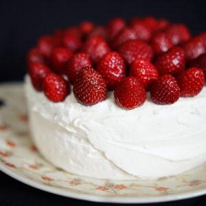 Mascarpone-Torte mit Erdbeeren