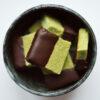 Matcha Shortbread mit dunkler Schokolade