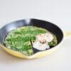 Ofen-Frittata mit Bärlauch, Saurer Sahne und Mandeln