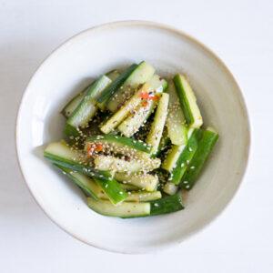Scharfer Gurkensalat mit Szechuanpfeffer und Chili