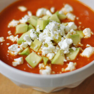 Tomaten-Avocado-Suppe mit Feta