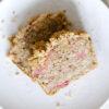 Haselnusskuchen mit geröstetem Rhabarber und Zimtstreuseln