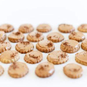 Kaffeeplätzchen mit Ahornsirup und karamellisierter weißer Schokolade