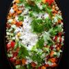 Linsensalat mit viel Gemüse, Petersilie und Feta