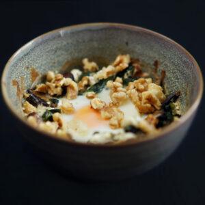 Oeuf cocotte mit Spinat, Champignons und Ziegenkäse