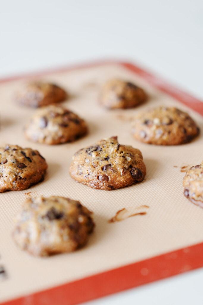 Triple Chocolate Cookies mit Pekannüssen, Orange und Muskat