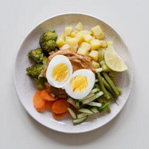 Indonesischer Gado-Gado-Salat mit Erdnussauce