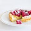 Vanillepudding aus dem Ofen mit frischen Himbeeren - Far Breton