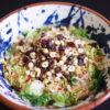 Coleslaw mit Rosenkohl, Cranberries, Haselnüssen und Joghurt-Dressing