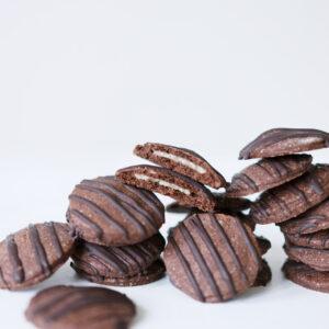 Gefüllte Schokoplätzchen mit Marzipan und Zartbitterschokolade