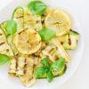 Gegrillte Zucchini mit Zitrone und Basilikum