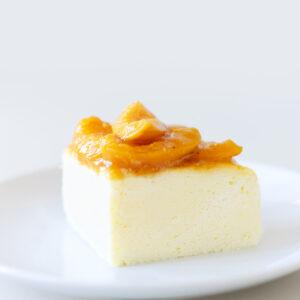Luftiger Käsekuchen mit karamellisierten Aprikosen