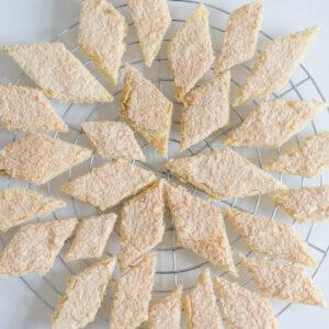 Polenta-Zitronen-Kekse mit Kokosdecke