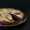 Upside-Down Schokoladenkuchen mit karamellisierten Birnen